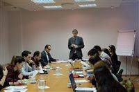 Riaditeľ Inštitútu ÚVO na seminári študentom Právnickej fakulty Univerzity Komenského vysvetľoval problematiku verejného obstarávania.